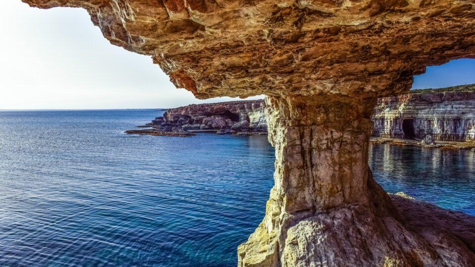 Cypr, czyli słońce, piaszczysta plaża i najpiękniejsza kobieta na świecie