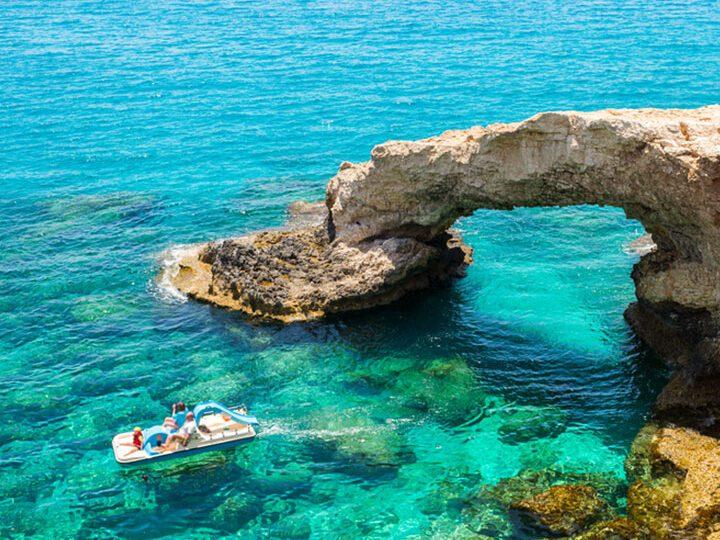 Cypr bez szczepień i testów…